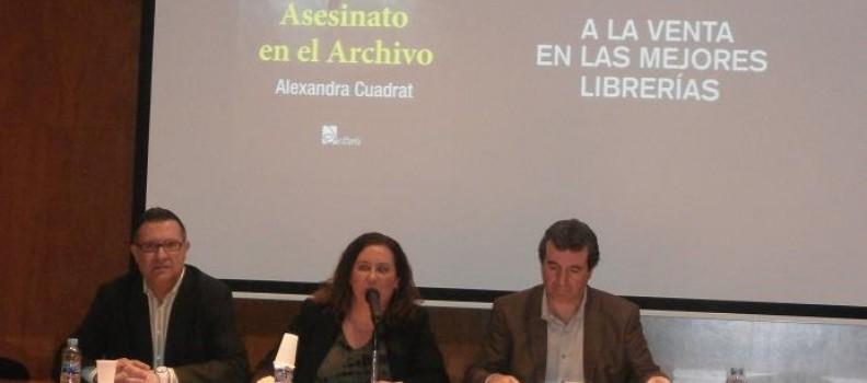"""Presentació novel.la """"Asesinato en el archivo"""" de na Alexandra Cuadrat."""